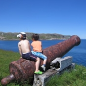 "canons enfants Ile aux Marins • <a style=""font-size:0.8em;"" href=""http://www.flickr.com/photos/49365768@N06/4525500701/"" target=""_blank"">View on Flickr</a>"